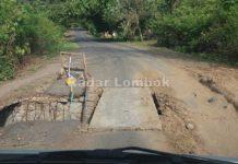 Jalan Jebol di Perbatasan Desa Pelangan belum Ditangani, Sumiatun Geram