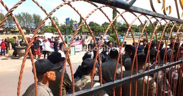 Warga Rempek Kabupaten Lombok Utara Tuntut Tanahnya Dikembalikan