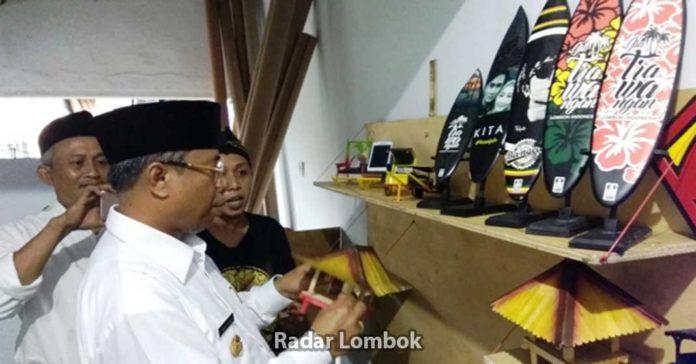 Melihat Kerajinan Sablon Kayu Karang Jangkong Kota Mataram