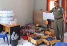 Pol PP Sita Ratusan Botol Miras di Jonggat