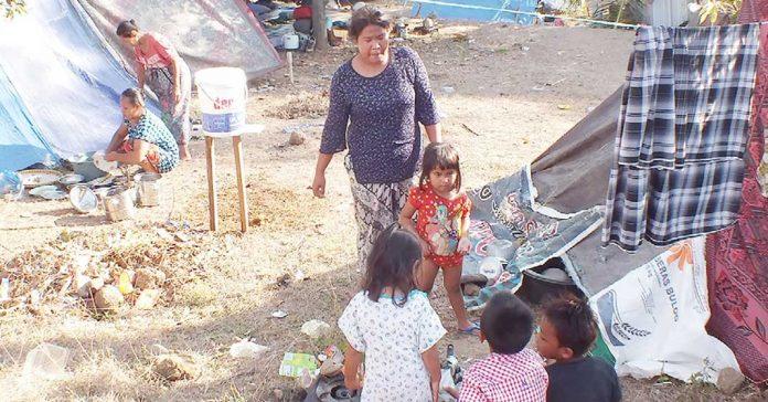Korban Gempa Menjerit Minta Bantuan