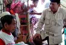 Prabowo dan Titiek Kunjungi Pengungsi