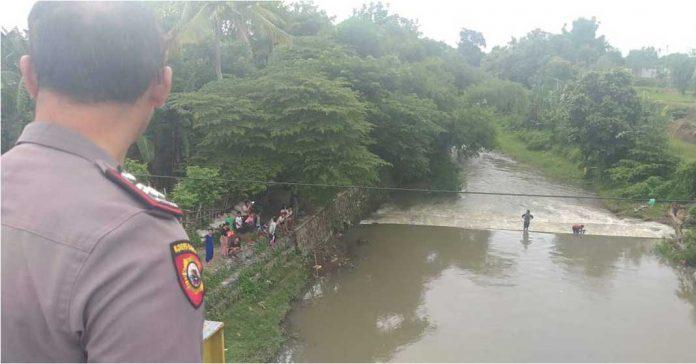 Hanyut Terseret Arus Sungai Jangkuk