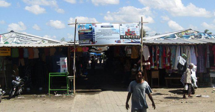 PASAR RENTENG: Inilah kondisi pasar Renteng, salah satu dari lima pasar harian yang tetap diizinkan beroperasi, Rabu (29/4).(M HAERUDDIN/RADAR LOMBOK)