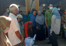 DILUCURKAN : Gubernur NTB Dr H Zulkieflimansyah kembali meluncurkan program JPS Gemilang NTB tahap II di Desa Penimbung, Kecamatan Gunungsari, Kabupaten Lombok Barat, Sabtu (30/5).