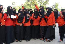 ASN BERCADAR: Para ASN muslimah di Kabupaten Lombok Tengah kini telah mulai menggunakan cadar saat bekerja, atau kegiatan lainnya, seperti ketika dilakukan senam pagi di halaman Kantor Bupati Loteng, Jumat kemarin (26/6). (M.HAERUDDIN/RADAR LOMBOK)