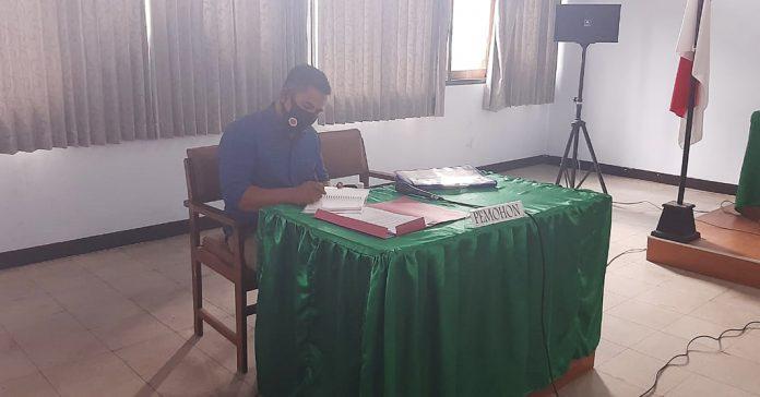 Marianto saat mengikuti sidang putusan KI di Mataram, pekan lalu. (IST FOR RADAR LOMBOK)