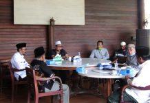 RAPAT: Suasana rapat Pemkab Loteng dan Pengurus DMI Lombok Tengah terkait penerapan protokol kesehatan di masjid beberapa waktu lalu. (M HAERUDDIN/RADAR LOMBOK)