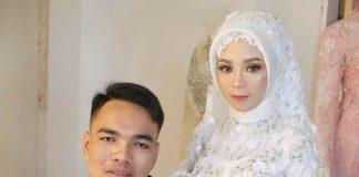 MENIKAH: Untung Jayadi, pria penyandang disabilitas saat menikahi Silna Dewi, Selasa kemarin. (ISTIMEWA/RADAR LOMBOK)