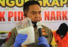 JADI SEJARAH :Kapolda NTB Irjen Pol Muhammad Iqbal, S.I.K, MH menunjukkan barang bukti saat press release di Polresta Mataram, Kamis (02/07/2020).(dery/radarlombok.co.id)