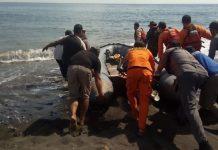 PENCARIAN : Tim SAR gabungan melakukan pencarian kepada korban di Pantai Jumbrik Dusun Barung Birak desa Sambik Elen Kecamatan Bayan Minggu (2/8). (ist/)