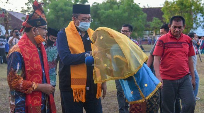 KUNJUNGAN : Gubernur NTB, Dr. H. Zulkieflimansyah mendatangi desa-desa dan tokoh-tokoh masyarakat di Desa Tongo, Kecamatan Sekongkang, Kabupaten Sumbawa Barat (KSB), Sabtu (15/8/2020). (ist)