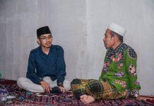 SILATURAHMI : Calon Wakil Wali kota Mataram nomor urut 3, ustad Badruttaman Ahda bersilaturahmi kediaman Plt ketua PDNW kota Mataram, Irzani. (AHMAD YANI/RADAR LOMBOK)